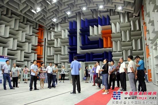 客户参观柳工全球研发中心