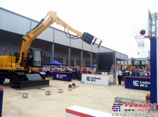 柳工宣布智能化破碎挖掘机大型成套设备