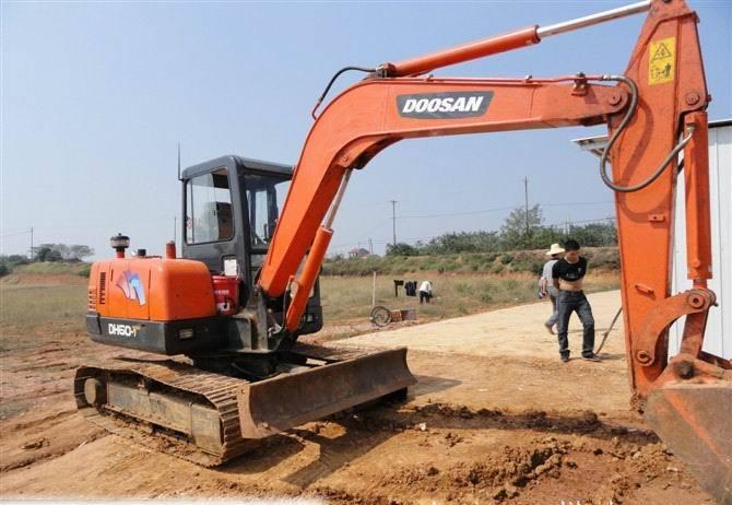 沙湾挖掘机修理厂厂家 求租价格透明的卡特彼勒小型挖土机