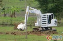 小型挖掘机挖沟