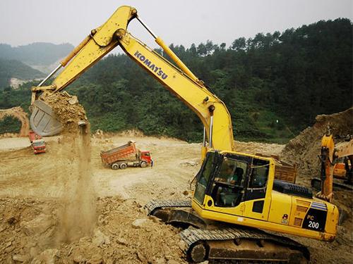 挖土机司机工资一个月多少钱